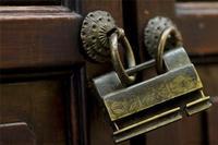 古铜防盗锁